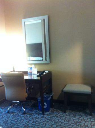 Holiday Inn Express & Suites Salinas: Desk Near Entrance