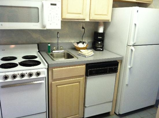 Quality Inn & Suites Beachfront Ocean City: Kitchen