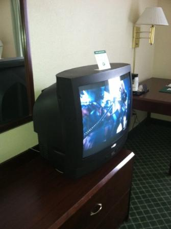 Quality Inn and Suites: Old style TV