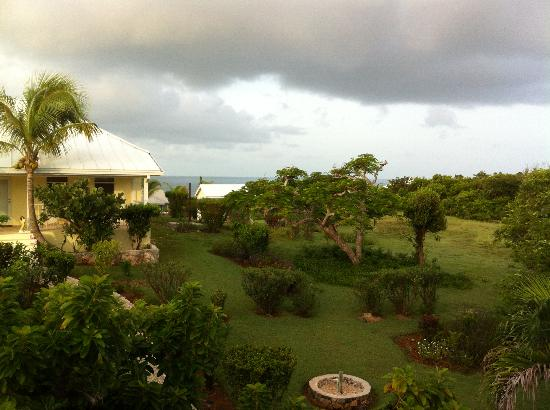 Hut Pointe Inn: Looking straight out from balcony