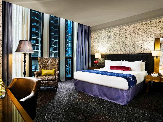 Hotel Sax Chicago: All rooms and suites have floor to ceiling windows