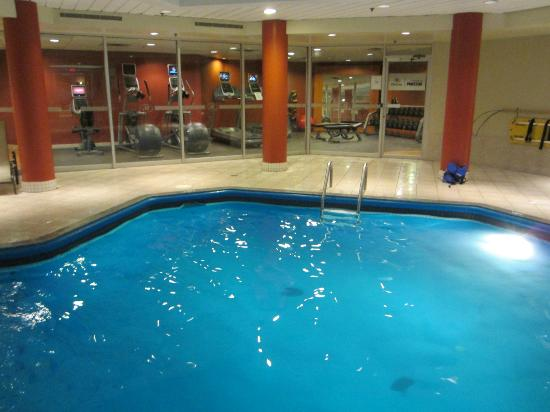 Hilton Montreal/Laval: Pool and workout area in back