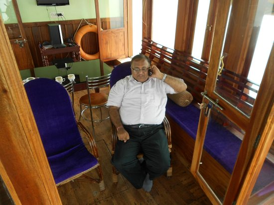 Aagaman Inn Homestay: inside the boat
