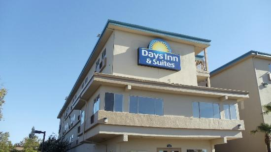 Days Inn and Suites Rancho Cordova: Exterior view