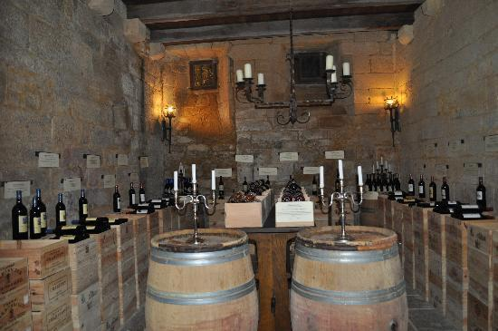 Saint-Genies, ฝรั่งเศส: la cave où l'on choisit son vin