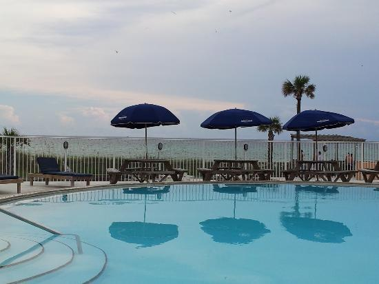 Seahaven Beach Hotel: BEAUTIFUL, CLEAN, HEATED POOL