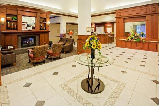 Hilton Garden Inn Rockford: Spacious Lobby