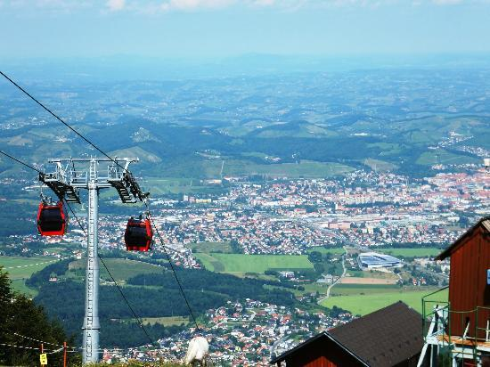 Apartmaji Bolfenk: Cable cars to and from apartments