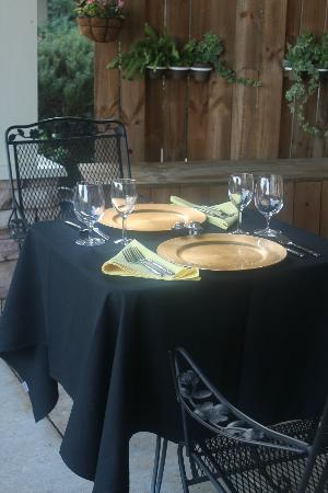 Lookout Point Lakeside Inn: Private Dinner on the Patio