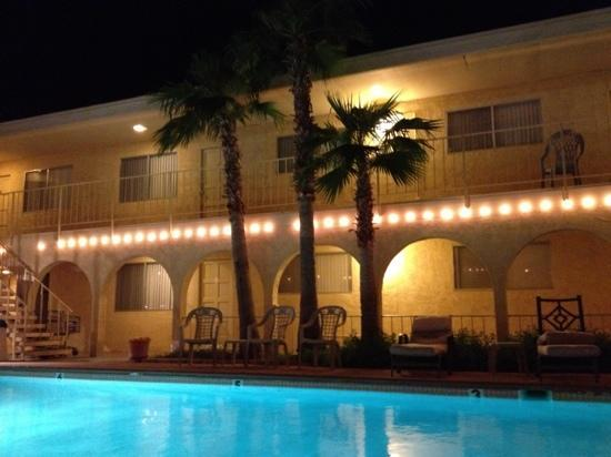 Hidden Palms Resort & Condominiums: Hidden by night