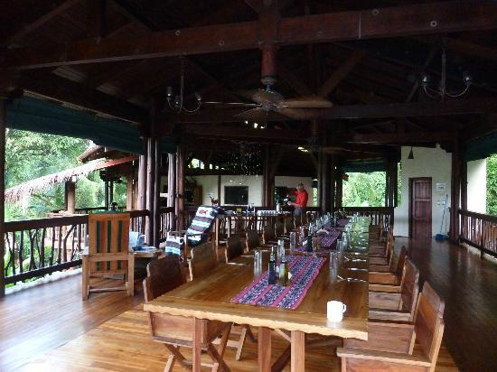 Playa Nicuesa Rainforest Lodge: Dining table for all to gather and discuss activities and adventures of the day
