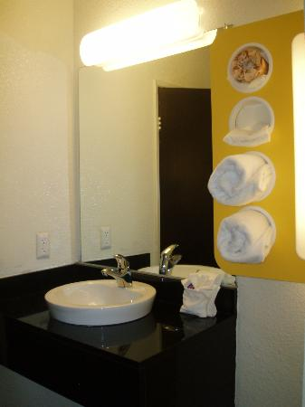 Motel 6 Los Angeles - Hollywood : newly remodeled bathroom at Motel 6 Hollywood