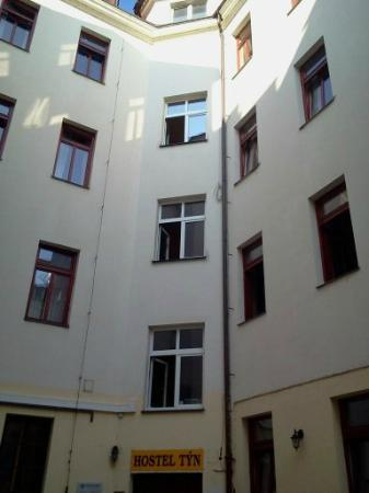 Hostel Prague Tyn: above the front door