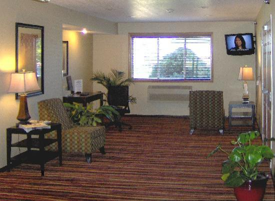 Super 8 Brookings: Business Center