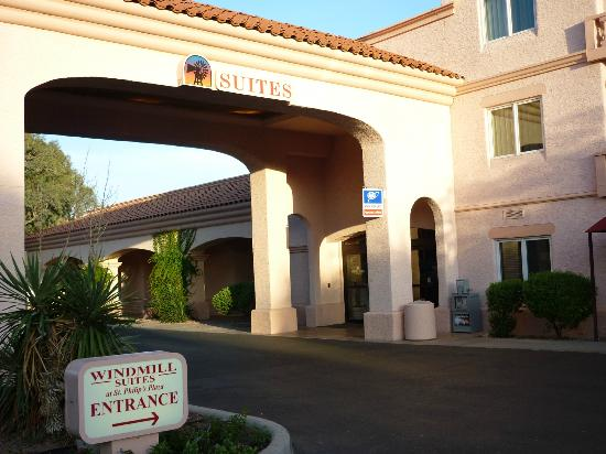 Windmill Suites of Tucson: Entrance