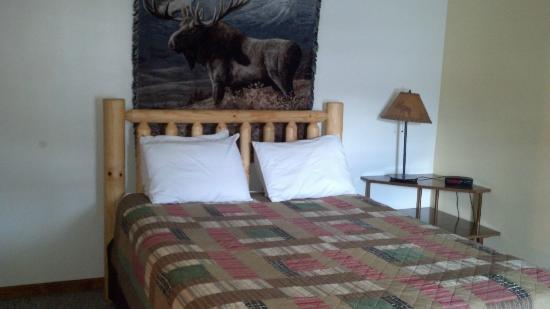 Superior Motel & Suites: Master Bed Room In The Suite