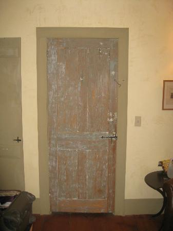 The Old Inn on the Green: Authentic old door inside our room