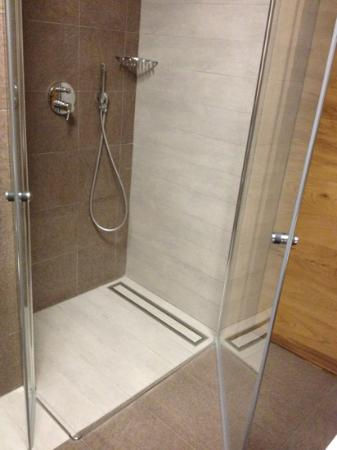 Sottovento Luxury Hospitality: roll-in shower