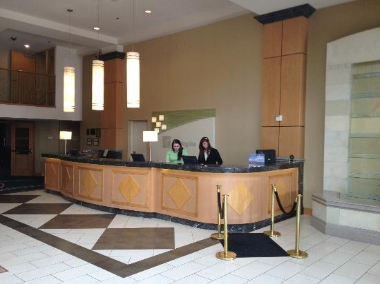 Holiday Inn Downtown Everett: Front desk