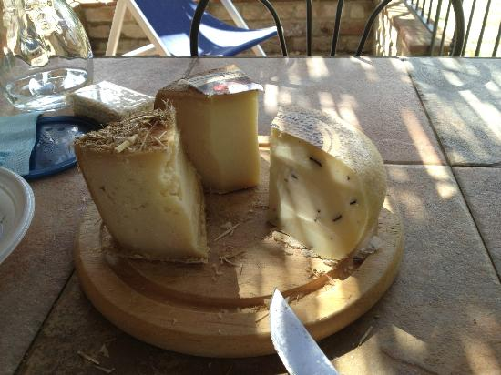 Fonte Bertusi: Must Do: Stock up on Pecorino Cheese from nearby Pienza