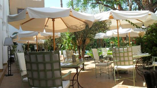 Couscous royal picture of les jardins de la medina for Restaurant le jardin marrakech medina