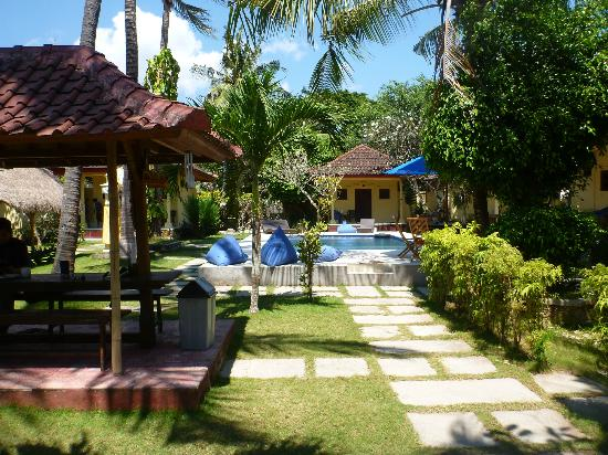 The garden with pool picture of secret garden bungalows for Secret garden pool novaliches