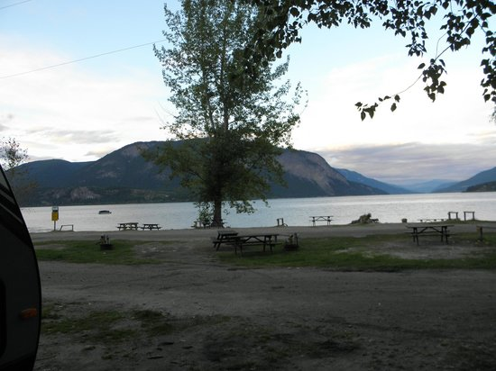 Pierre's Point Campground: Scenic setting on the Shuswap