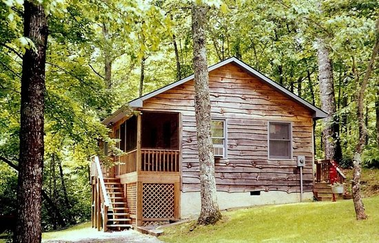 Ash Grove Resort Cabins & Camping: Hickory Hideaway, our 2BR cabin
