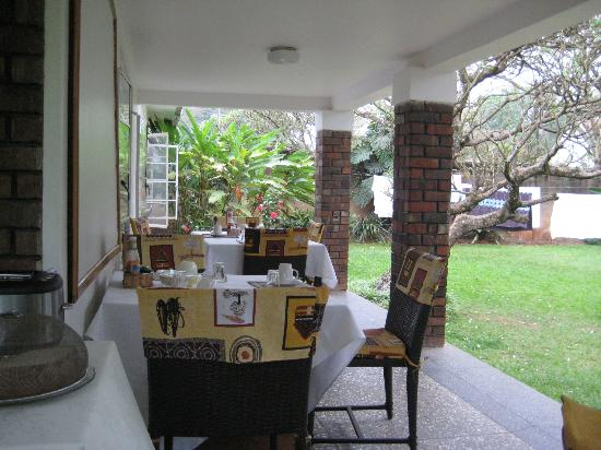 Banda Inns: The terrace where the breakfast is served