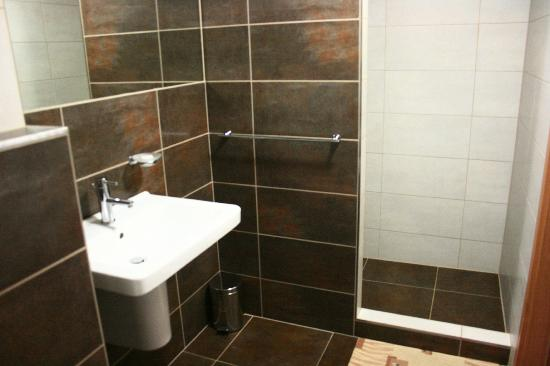 Hotel Garni Zlin: bathroom
