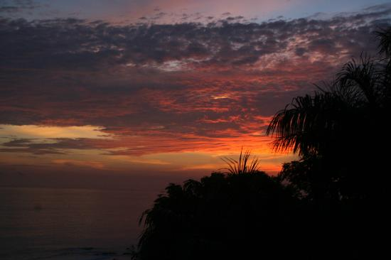 Playa Yankee, Nikaragua: Every sunset is different