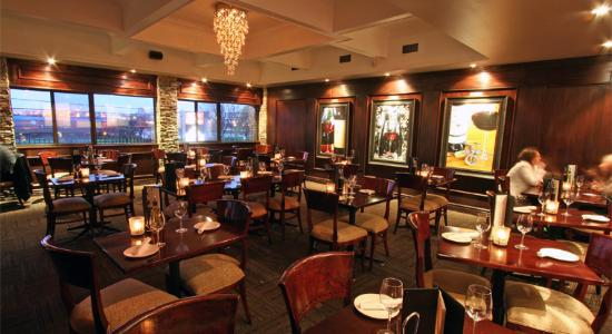 Piccolo ristorante mississauga ontario for Best private dining rooms mississauga