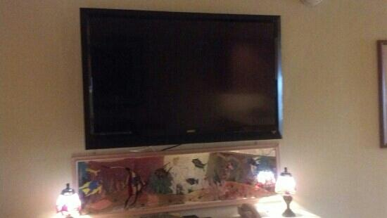 The Villas of Hatteras Landing: Living room tv. Same one in the bedroom.