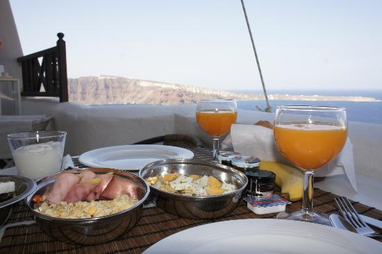 Art Maisons Luxury Santorini Hotels: Aspaki &amp; Oia Castle: In room breakfast, courtyard at Volcano Junior Villa