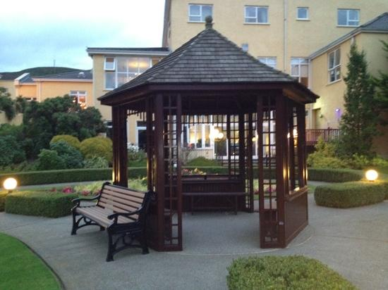 Carrickdale Hotel: beautiful gardens