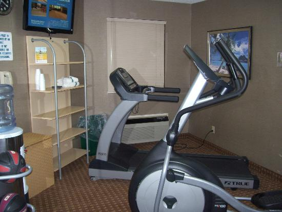 MainStay Suites: Fitness Room: small...but adequate