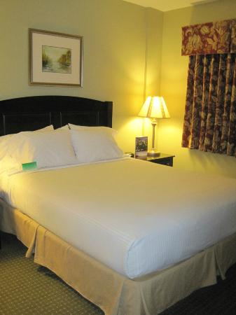 Chautauqua Suites, Meeting & Expo Center: Bedroom Area