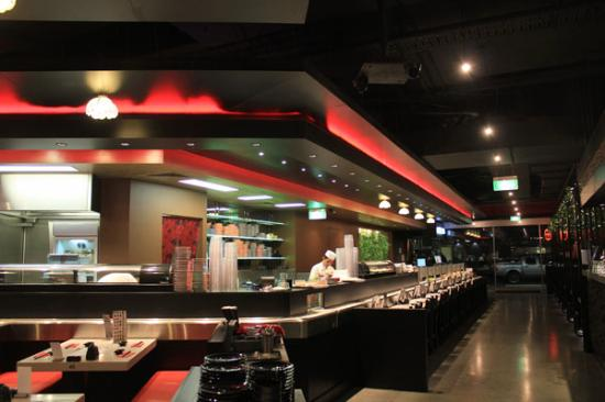 sushi train picture of ginga japanese restaurant. Black Bedroom Furniture Sets. Home Design Ideas