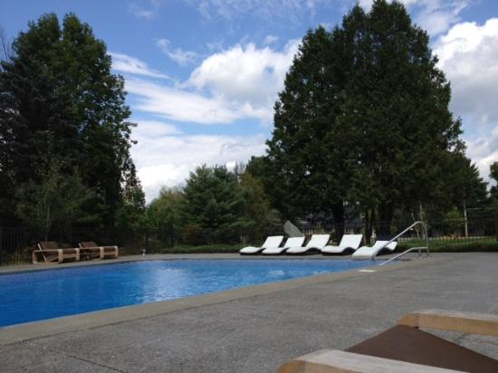 The Mountain Road Resort: relaxing outdoor pool