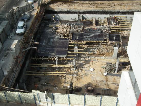 Leonardo Boutique Hotel Tel Aviv: View from room of construction site next door