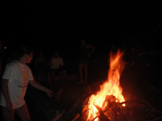 Hotel La Tranquilidad: The staff helped us get a bonfire going on the beach, very movie like. LOVED IT!