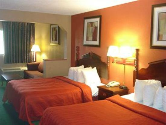 Quality Inn & Suites: Two Queen beds Suite with Sofa