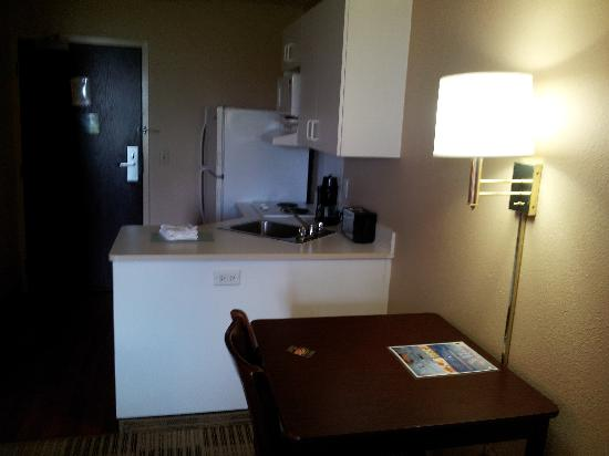 Extended Stay America - Fort Lauderdale - Cruiseport - Airport: Kitchen area queen room