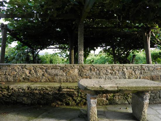 Pazo de Galegos: 400 year old slab table perfect for tasting Albarino