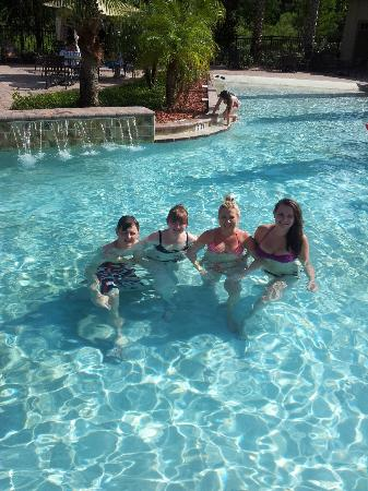 Tuscana Resort: Fun in the pool!