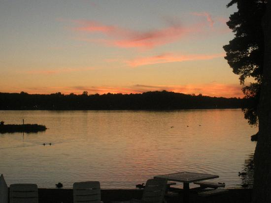 Island Pointe Resort: Sunset over the Lake