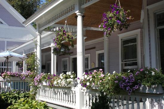 Old Stagecoach Inn: Side porch where breakfast is served in good weather, there are also sun chairs for napping/read