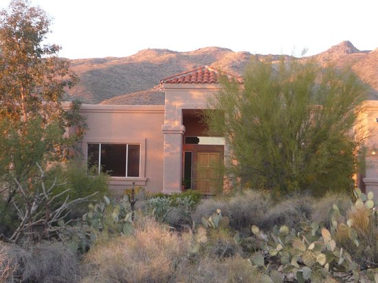 The Jeremiah Inn Bed and Breakfast: Welcome to Jeremiah Inn and the Catalina Mountains