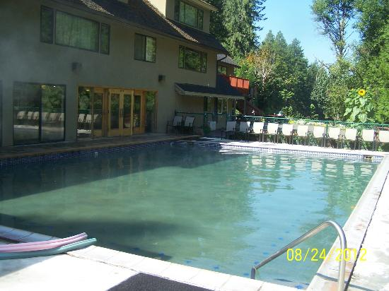 Belknap Hot Springs Lodge and Gardens: Hot springs pool