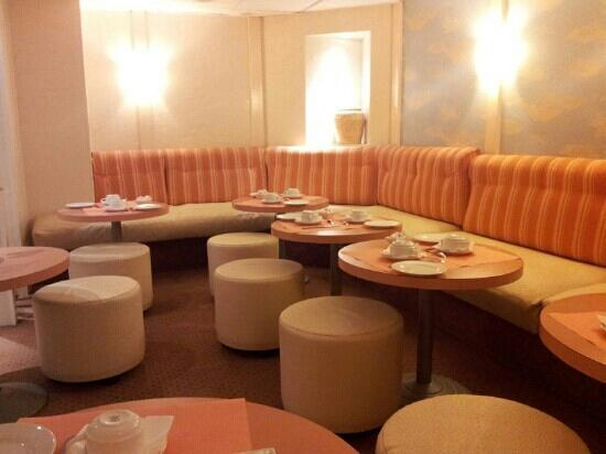 Fertel Etoile: breakfast area, very comfortable seeing.
